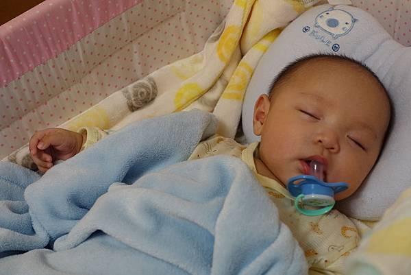 【小寶寶有問題】怕寶寶翹嘴巴?以後難戒奶嘴?奶嘴給不給吃其實應該問寶寶18.JPG