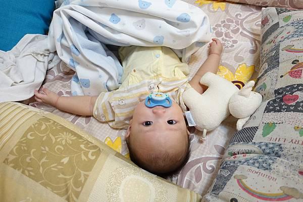 【小寶寶有問題】怕寶寶翹嘴巴?以後難戒奶嘴?奶嘴給不給吃其實應該問寶寶19.JPG