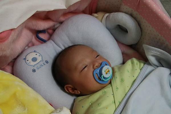 【小寶寶有問題】怕寶寶翹嘴巴?以後難戒奶嘴?奶嘴給不給吃其實應該問寶寶15.JPG