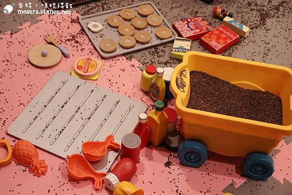 米特,味玩待敘部落格©MEAT76|2015-11-19-4【台北信義/親子餐廳】Chop Chop 恰恰親子餐廳|印度決明子沙池玩沙不怕髒市政府捷運站阪急百貨4樓034.jpg