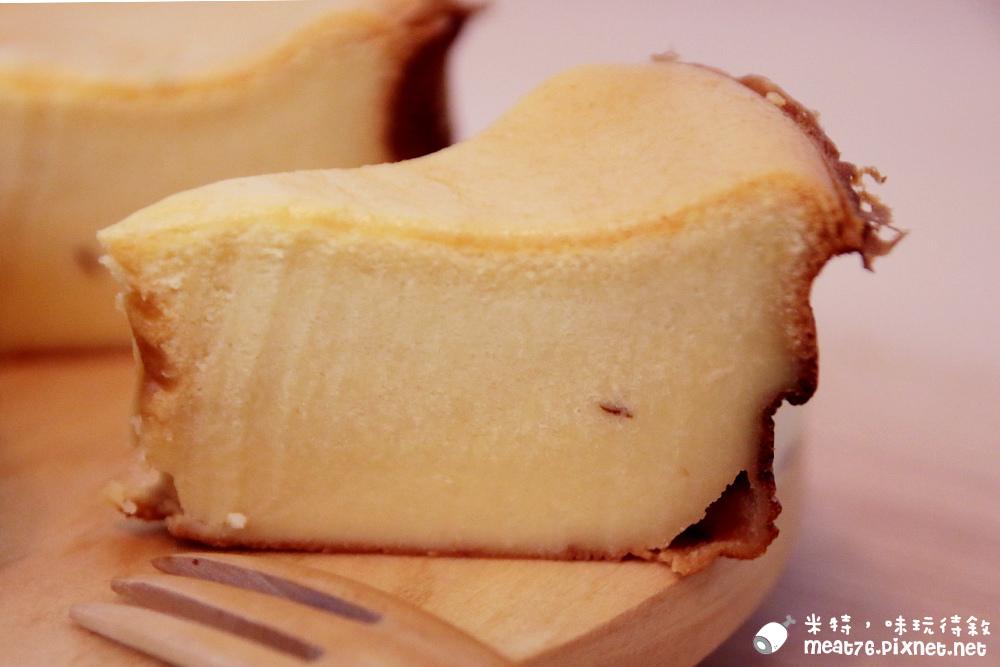 米特,味玩待敘部落格©MEAT76|2015-12-12-6【寶寶食譜實驗室】Vito多功能料理麵包機|一機多用懶人料理幫手寶寶也能吃的無蛋版吐司幼兒版起司蛋糕Vito家用榨油機039.jpg