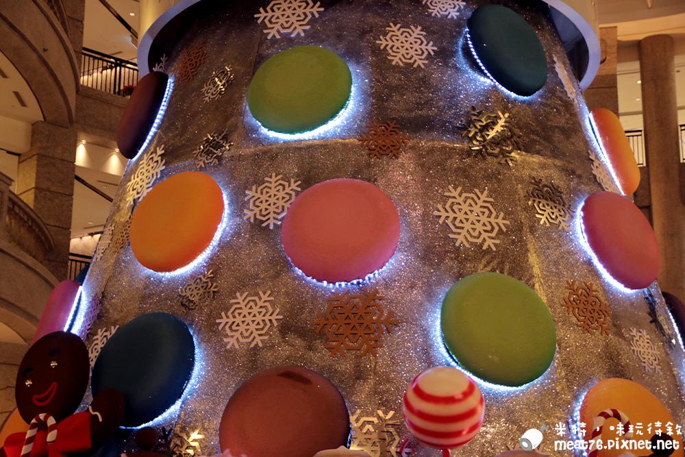 米特,味玩待敘部落格©MEAT76|2015-12-13-7【台北信義/聖誕樹】BELLAVITA貴婦百貨公司可口繽紛的甜點馬卡龍聖誕樹,薑餅人棒棒糖捷運市政府站014.jpg