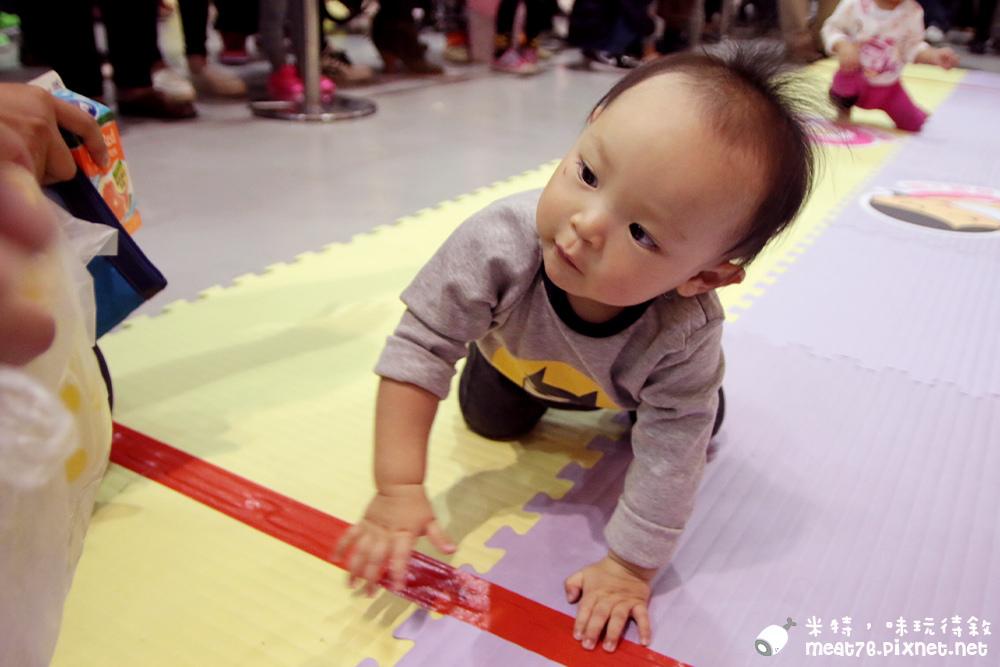 米特,味玩待敘部落格©MEAT76|2015-11-28-6【寶寶活動】小寶寶爬行大賽|2015五股嬰兒與孕媽咪用品展暨兒童博覽會|羕羕的第一場爬行大賽001.jpg