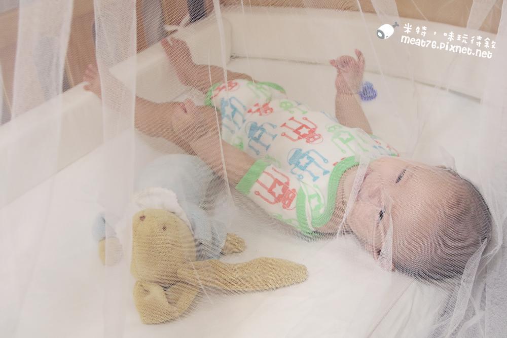 米特,味玩待敘台灣部落客©MEAT76|2015-05-24-7【嬰兒床開箱組裝文】睿兒國際BENDI I-LU wood 櫸木多功能嬰兒床|小羕的嬰兒床開箱組裝床邊床030.jpg
