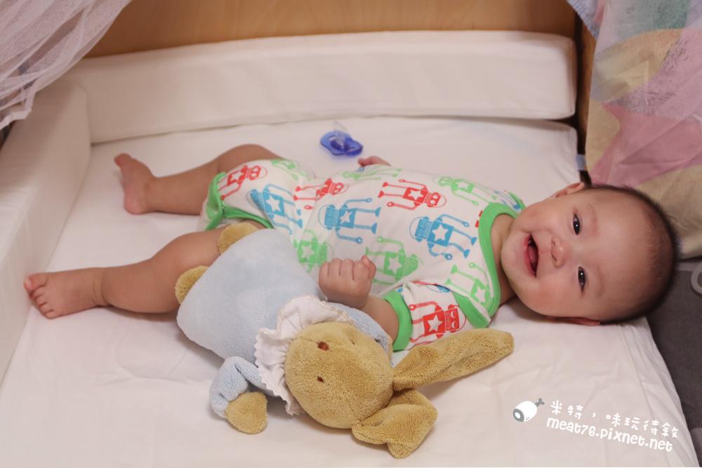 米特,味玩待敘台灣部落客©MEAT76|2015-05-24-7【嬰兒床開箱組裝文】睿兒國際BENDI I-LU wood 櫸木多功能嬰兒床|小羕的嬰兒床開箱組裝床邊床033.jpg