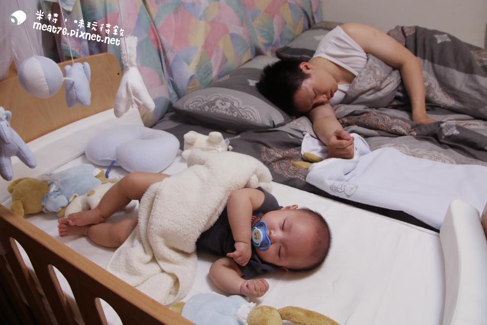 米特,味玩待敘台灣部落客©MEAT76|2015-05-24-7【嬰兒床開箱組裝文】睿兒國際BENDI I-LU wood 櫸木多功能嬰兒床|小羕的嬰兒床開箱組裝床邊床032.jpg