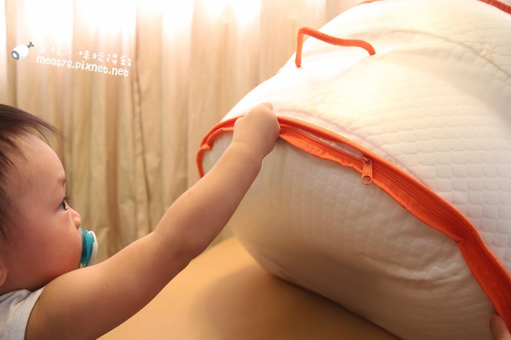 米特,味玩待敘台灣美食親子部落客©MEAT76|2016-06-20-1【孕媽咪及育兒好物】GreySa格蕾莎哺乳護嬰枕|誰說月亮枕只能有孕婦需要,格蕾莎一次兩顆,保母也保子!005.jpg
