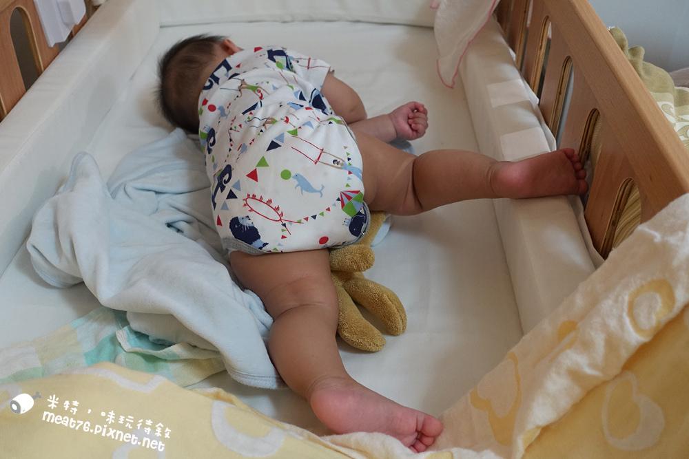 米特,味玩待敘台灣美食親子部落客©MEAT76|2016-07-16-6【成長嬰兒床使用全紀錄】BENDI I-Lu Wood 櫸木多功能嬰兒床|小羕 5m~1y7m個階段嬰兒床使用分享007.jpg