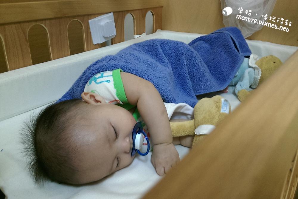 米特,味玩待敘台灣美食親子部落客©MEAT76|2016-07-16-6【成長嬰兒床使用全紀錄】BENDI I-Lu Wood 櫸木多功能嬰兒床|小羕 5m~1y7m個階段嬰兒床使用分享009.jpg