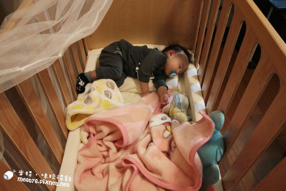 米特,味玩待敘台灣美食親子部落客©MEAT76|2016-07-16-6【成長嬰兒床使用全紀錄】BENDI I-Lu Wood 櫸木多功能嬰兒床|小羕 5m~1y7m個階段嬰兒床使用分享020.jpg