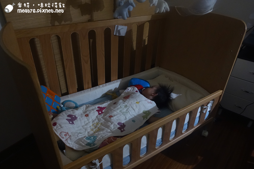 米特,味玩待敘台灣美食親子部落客©MEAT76|2016-07-16-6【成長嬰兒床使用全紀錄】BENDI I-Lu Wood 櫸木多功能嬰兒床|小羕 5m~1y7m個階段嬰兒床使用分享030.jpg