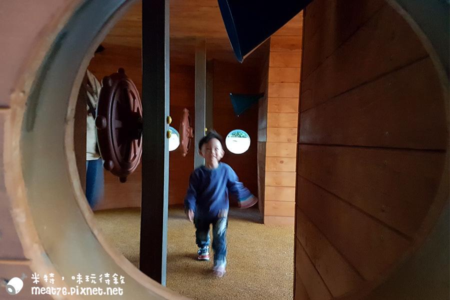米特味玩待敘台灣美食親子部落客©MEAT76|2017-02-06-1|【台北內湖。碧湖公園新兒童遊樂場】罐頭遊樂場變身超大海盜船造型特色遊具,完全擄獲大小朋友的心!沙坑玩沙、盪鞦韆、繩索攀爬塔、傳聲筒,適合2y+寶寶 #捷運文德站 #象園咖啡 #免費室外兒童遊樂場景點023.jpg
