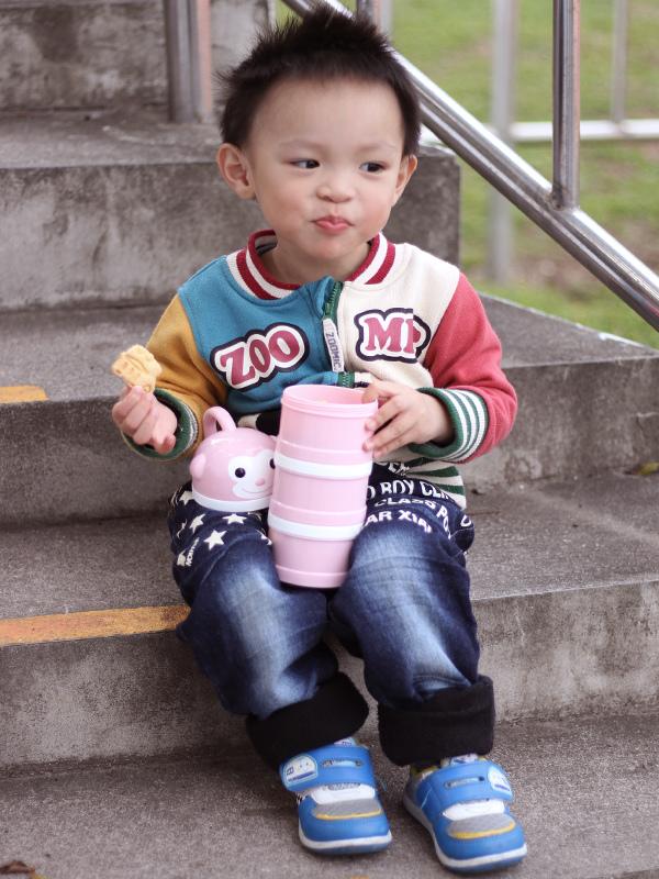 米特味玩待敘台灣美食親子部落客©MEAT76|2017-02-13-1|【寶寶好物。BabyTalk】精緻可愛新生兒用品分享|繽紛水果貓精梳棉嬰兒紗布衣,粉色猴子奶粉分裝盒方便不殘粉!028.jpg