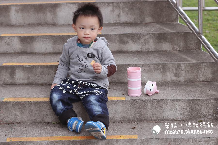 米特味玩待敘台灣美食親子部落客©MEAT76|2017-02-13-1|【寶寶好物。BabyTalk】精緻可愛新生兒用品分享|繽紛水果貓精梳棉嬰兒紗布衣,粉色猴子奶粉分裝盒方便不殘粉!029.jpg