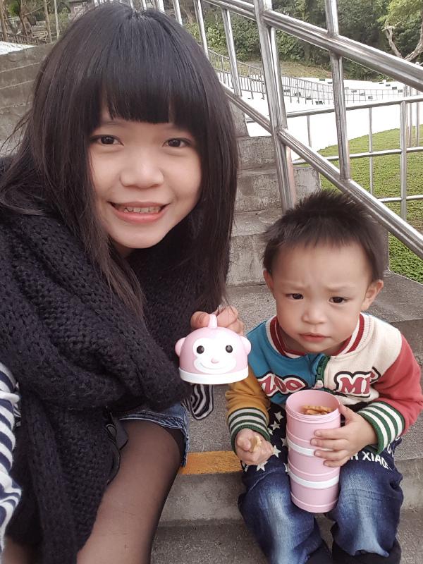 米特味玩待敘台灣美食親子部落客©MEAT76|2017-02-13-1|【寶寶好物。BabyTalk】精緻可愛新生兒用品分享|繽紛水果貓精梳棉嬰兒紗布衣,粉色猴子奶粉分裝盒方便不殘粉!030.jpg