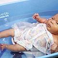 米特味玩待敘台灣美食親子部落客©MEAT76|2017-02-13-1|【寶寶好物。BabyTalk】精緻可愛新生兒用品分享|繽紛水果貓精梳棉嬰兒紗布衣,粉色猴子奶粉分裝盒方便不殘粉!009.jpg