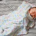米特味玩待敘台灣美食親子部落客©MEAT76|2017-02-13-1|【寶寶好物。BabyTalk】精緻可愛新生兒用品分享|繽紛水果貓精梳棉嬰兒紗布衣,粉色猴子奶粉分裝盒方便不殘粉!011.jpg