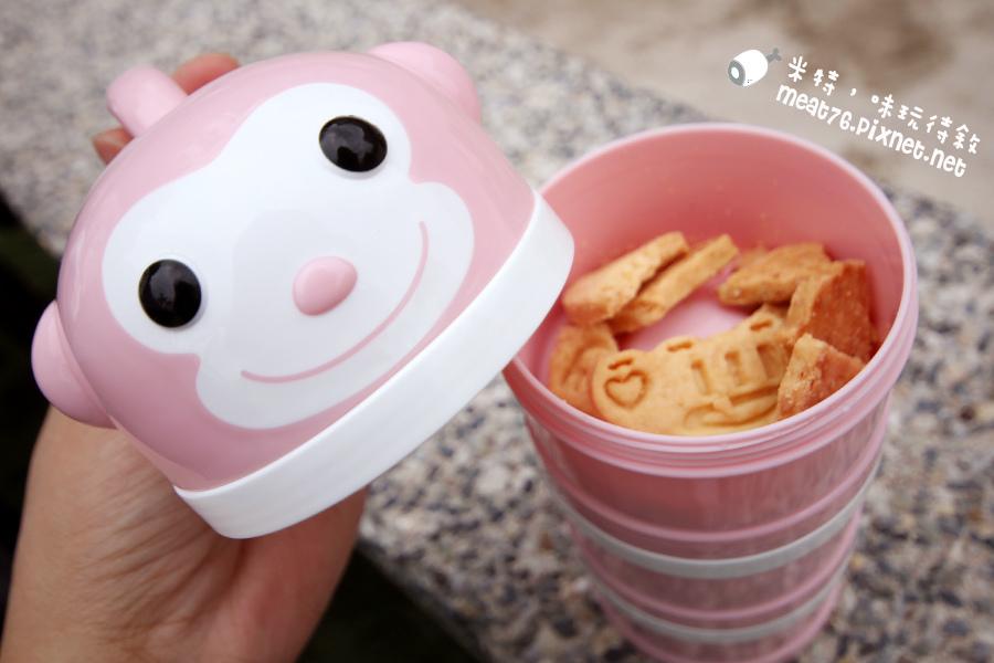 米特味玩待敘台灣美食親子部落客©MEAT76|2017-02-13-1|【寶寶好物。BabyTalk】精緻可愛新生兒用品分享|繽紛水果貓精梳棉嬰兒紗布衣,粉色猴子奶粉分裝盒方便不殘粉!023.jpg