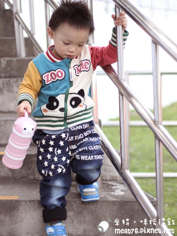 米特味玩待敘台灣美食親子部落客©MEAT76|2017-02-13-1|【寶寶好物。BabyTalk】精緻可愛新生兒用品分享|繽紛水果貓精梳棉嬰兒紗布衣,粉色猴子奶粉分裝盒方便不殘粉!026.jpg