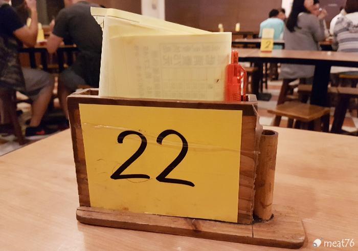 我是米特|台灣美食親子部落客©MEAT76|【新竹湖口新豐。老皮牛肉麵食館】俗又大塊的牛肉麵,店內豆花豆漿無限供應,還有附停車位的牛肉麵店!017.jpg