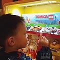 我是米特|台灣美食親子部落客©MEAT76|2017-11-26-7【兒童玩具】麥當勞兒童餐玩具2017|TOMICACAR4款、拉拉熊8款,實體小汽車跟可愛拉拉熊超犯規!本期玩具根本是針對大人來著!003