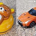 我是米特|台灣美食親子部落客©MEAT76|2017-11-29-3|【兒童玩具】麥當勞兒童餐玩具2017-11-29|搖擺頭躺漢堡慵懶拉拉熊Rilakkuma TOMICA多美小汽車NissanG-TRuma橘色001