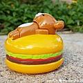我是米特|台灣美食親子部落客©MEAT76|2017-11-29-3|【兒童玩具】麥當勞兒童餐玩具2017-11-29|搖擺頭躺漢堡慵懶拉拉熊Rilakkuma TOMICA多美小汽車NissanG-TRuma橘色011