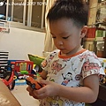我是米特|台灣美食親子部落客©MEAT76|2017-11-29-3|【兒童玩具】麥當勞兒童餐玩具2017-11-29|搖擺頭躺漢堡慵懶拉拉熊Rilakkuma TOMICA多美小汽車NissanG-TRuma橘色029