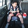 我是米特|台灣美食親子部落客©MEAT76|2017-11-29-3|【育兒好物|兒童汽車安全座椅】Combi New JoyTrip EG|三階段成長型汽座,一張1~11歲都能守護寶貝的高CP值汽座!#透氣不悶熱 #舒適 #Eggshock033.jpg