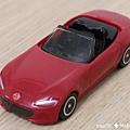 我是米特 台灣美食親子部落客©MEAT76 【麥當勞玩具】2017-12-13 Tomica多美小汽車:Mazda Roadster 紅色敞篷車,車頂可拆卸超好玩!021.jpg