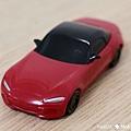 我是米特 台灣美食親子部落客©MEAT76 【麥當勞玩具】2017-12-13 Tomica多美小汽車:Mazda Roadster 紅色敞篷車,車頂可拆卸超好玩!012.jpg