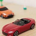 我是米特 台灣美食親子部落客©MEAT76 【麥當勞玩具】2017-12-13 Tomica多美小汽車:Mazda Roadster 紅色敞篷車,車頂可拆卸超好玩!018.jpg