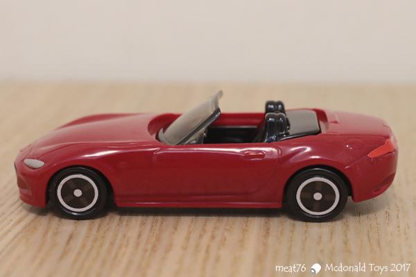 我是米特|台灣美食親子部落客©MEAT76|【麥當勞玩具】2017-12-13|Tomica多美小汽車:Mazda Roadster 紅色敞篷車,車頂可拆卸超好玩!019.jpg