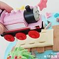 我是米特|台灣美食親子部落客©MEAT76|2018-01-28-7【會跑的湯瑪士小火車造型蛋糕】屏東歐士烘焙坊×創意造型蛋糕殿|小孩大人都會愛上的驚艷動蛋糕!#豈周歲派對生日蛋糕014.jpg