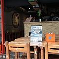 米特媽親子食旅|台灣美食親子部落客©MEAT76|2018-04-19-4【內湖早餐】白暮蛋餅先生3號店|內科瑞光路上很夯的特色早餐屋!小學課桌椅吃好吃脆皮蛋餅花生醬三明治004.jpg
