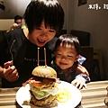【台北美食】萬華.史丹貓美式餐廳Stan & Cat|西門町聚餐餐廳,大份量好味道的美式漢堡~超推冰淇淋薯條 ❤ #捷運西門站029.jpg