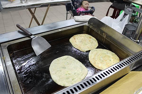 內湖737巷美食  蟹老闆古早味手工蔥油餅