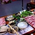 三重悅來火鍋  平價火鍋  220元培根牛肉鍋送蛤蠣