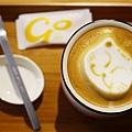 台北咖啡館 The Who Cafe 框影 四四南村附近咖啡館  不限時間 有網路WIFI 插座 台北市信義區莊敬路214號2樓