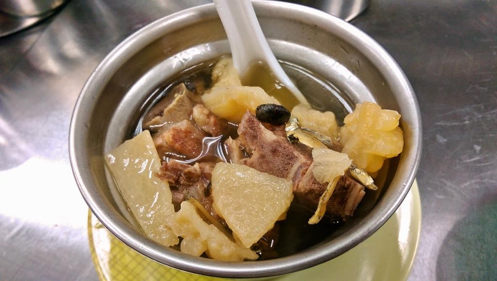 三重文化北路炊筒仔米糕排骨苦瓜湯美食小吃