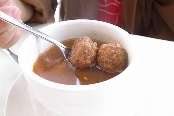 蔬菜牛肉丸湯,味道豐富卻不酸也不鹹,十分好喝