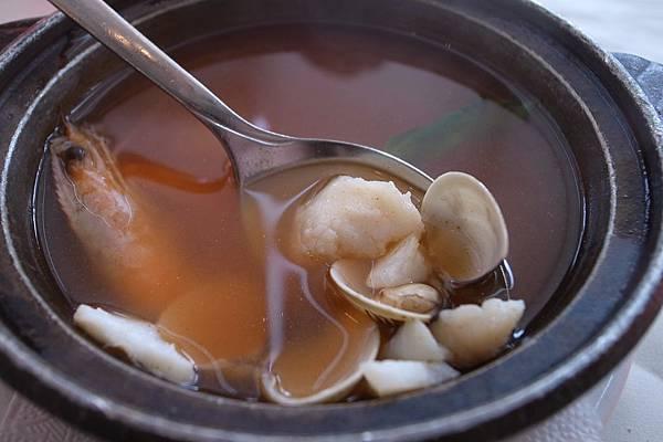 味道雖沒牛肉丸湯那麼豐富,但也相當好喝,清淡的口味我很喜歡