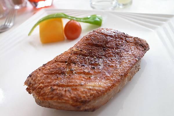 主餐-法式鴨胸,我的最愛,皮脆肉嫩,香氣逼人