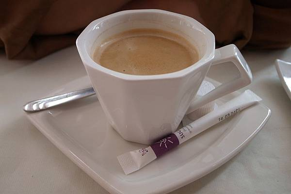 熱咖啡,老媽點的,她不常喝咖啡,覺得有點苦