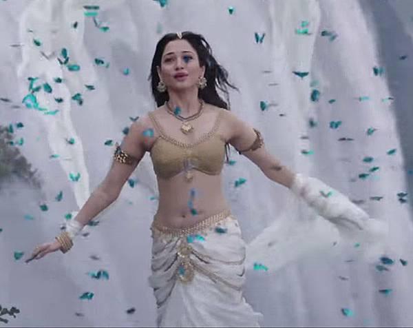 tamanna-bhatia-in-bahubali_143807508680.jpg