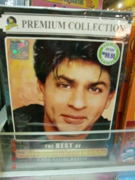 在沙巴的商場終於看到有人賣寶萊塢的電影了