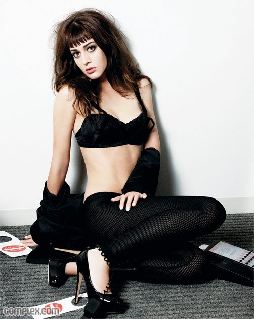 Lizzy Caplan Pictures from Complex_02.jpg