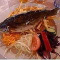 吃中飯(3)-豪邁的國寶鱒魚餐