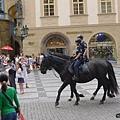 布拉格街景(22)-高帥挺拔的騎警