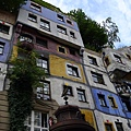 白水公寓(2)-都是以非自然建材建造出來的